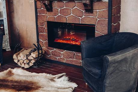 شومینه سنتی نزدیک مبل عکس استفاده شده در سایت فروشگاه لوازم خانگی myernest.com